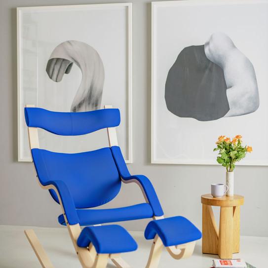 Gravity_blue_natural_chair_portrait-medi