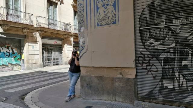 דמות עם מצלמה, רחוב בברצלונה
