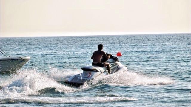 אופנוע ים בפעולה