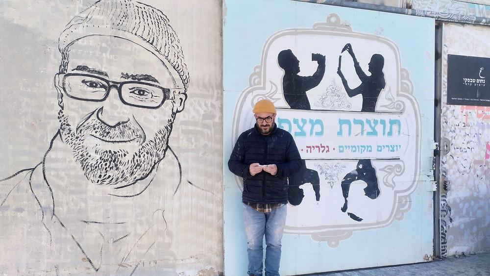 נחום טבסקי בחזית הסטודיו תוצרת מצפה