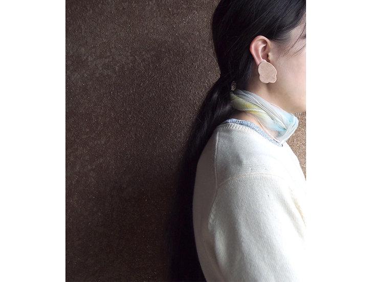 「 LEOPATCH ear accessory 」 ~ apricot beige velveteen B (片耳)