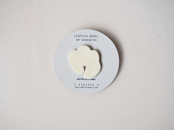 「 LEOPATCH ear accessory 」 ~off white velveteen A ~ (片耳)