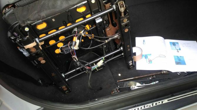 BMW Z3 シートガタつき修理