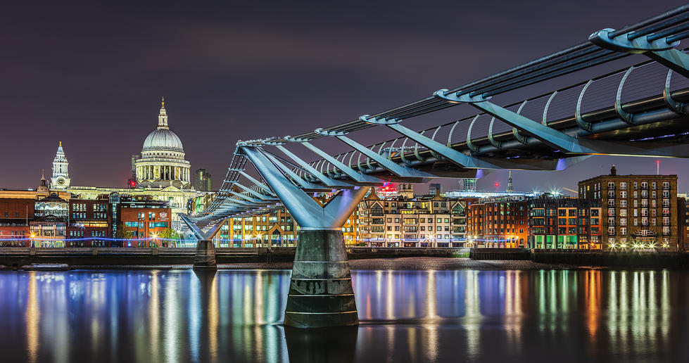 15  Early Morning at the Millennium Bridge