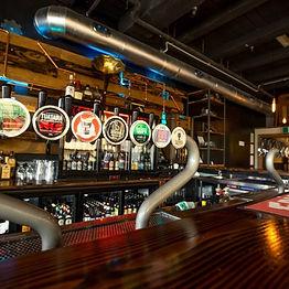 SmithsZCraftZBeerZHouse_Queenstown_Bar.j