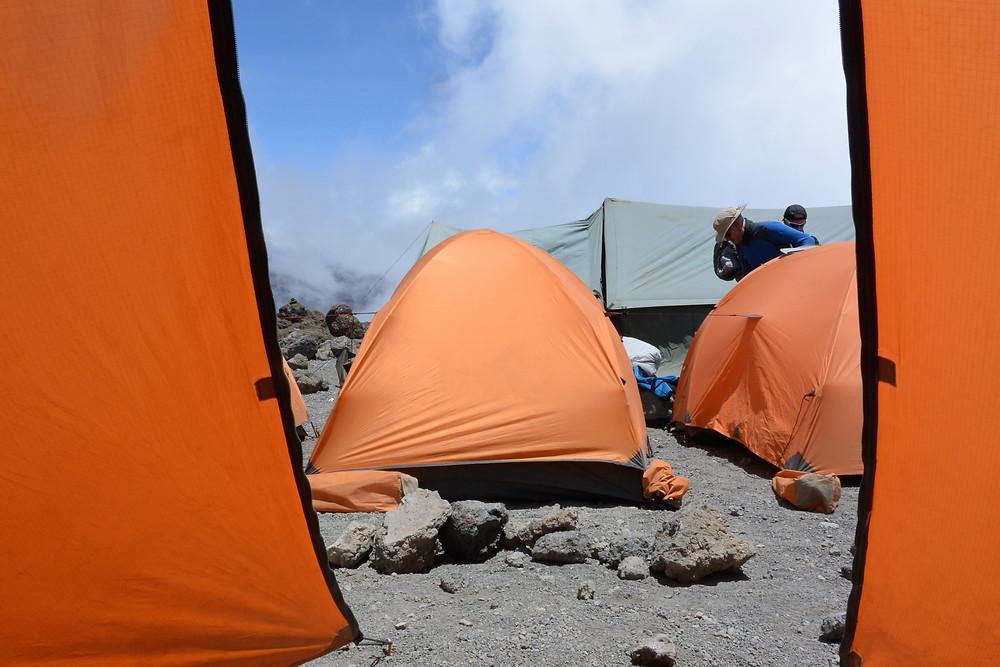 Utsikt från tältet vid Kosovo Camp, Kilimanjaro, Tanzania.