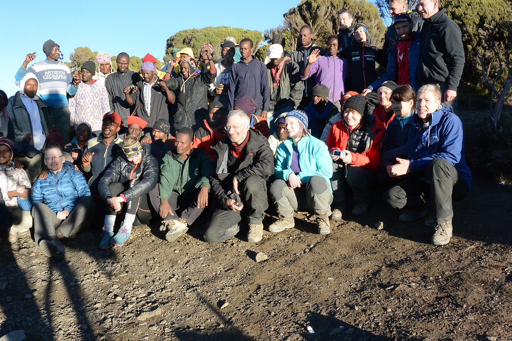 Gruppfoto vid Mweka camp, Kilimanjaro, Tanzania.