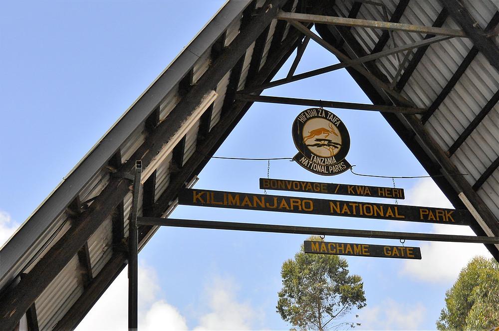 Machame gate. Början på Machame leden uppför Kilimanjaro, Tanzania.