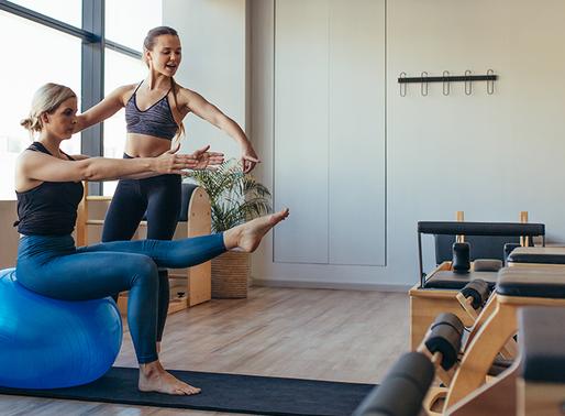 PILATES para Iniciantes - 6 exercícios para fazer em casa e aliviar a dor.
