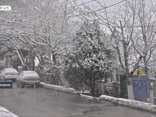 С самого утра снегоуборочная техника мониторит городские улицы.