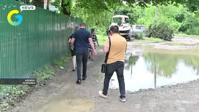 Жителям Архипо-Осиповки, пострадавшим от разлива реки, продолжают перечислять материальную помощь.