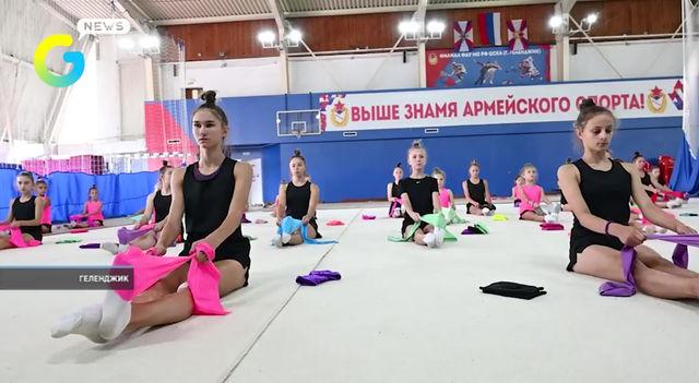 🔸В эти дни в Геленджике проходят крупные спортивные сборы юных гимнасток.