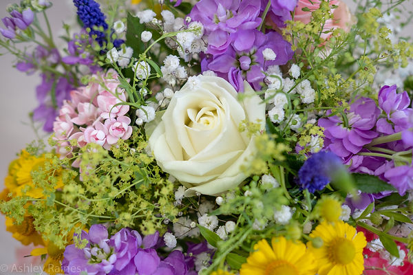 The Flower House Florist in Aylesbury Flower Delivery