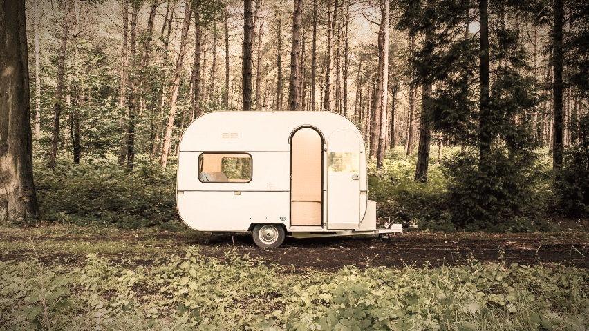 dojo-wheels-caravan-transport-mobile-office-interior-design-five-am-belgium-architizer-a-awards-2016