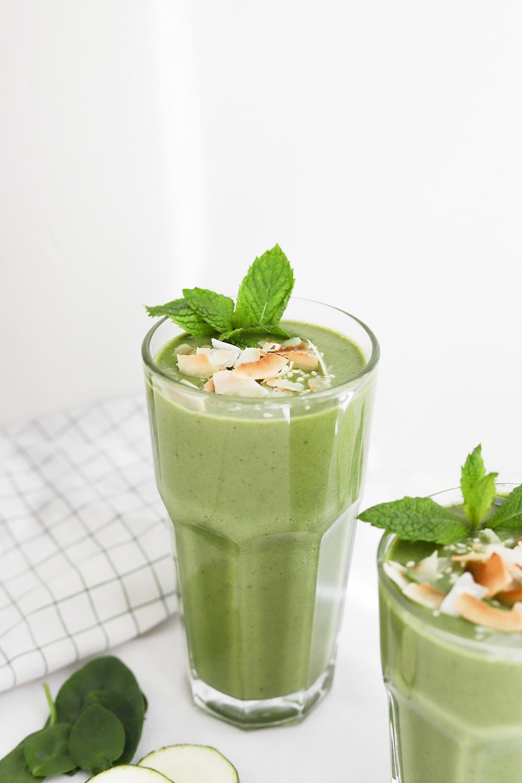 Smoothie Verde com Abacate e Hortelã