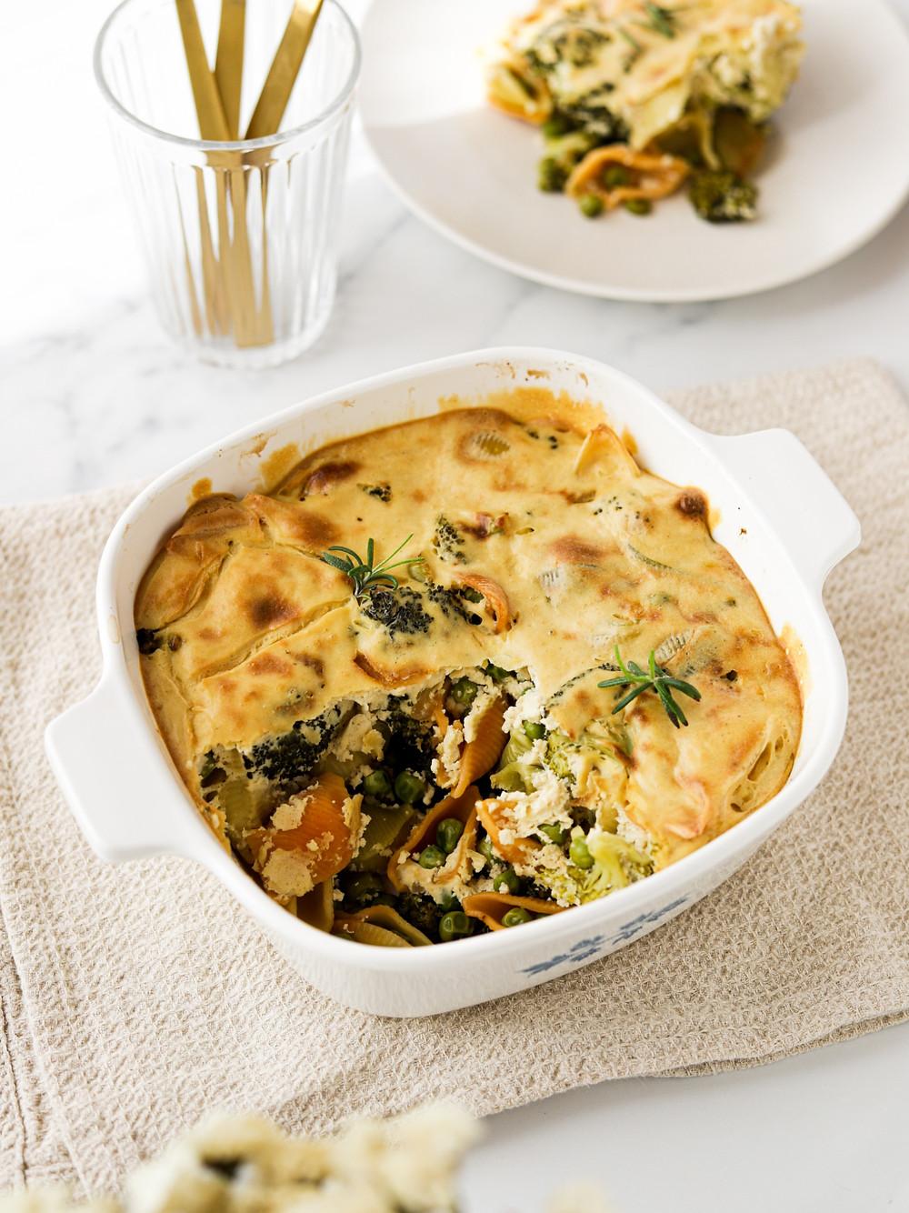 Massa Gratinada com Brócolos, Ervilhas e Creme de Tofu