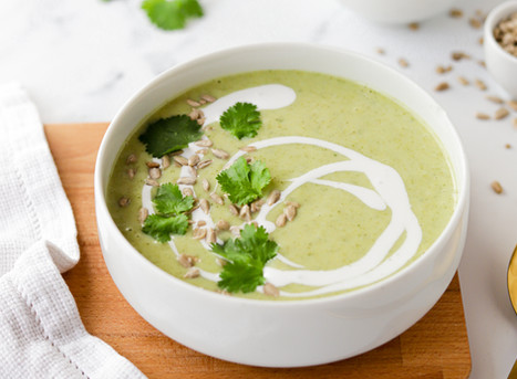Sopa Cremosa de Brócolos com Coentros e Leite de Coco