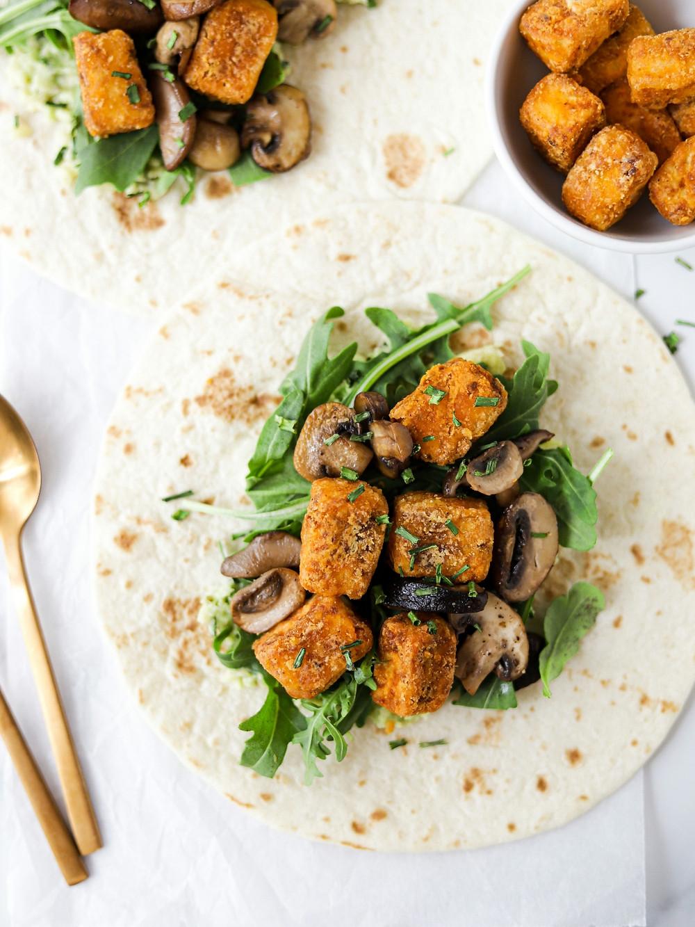 Wrap com Tofu Crocante e Cogumelos