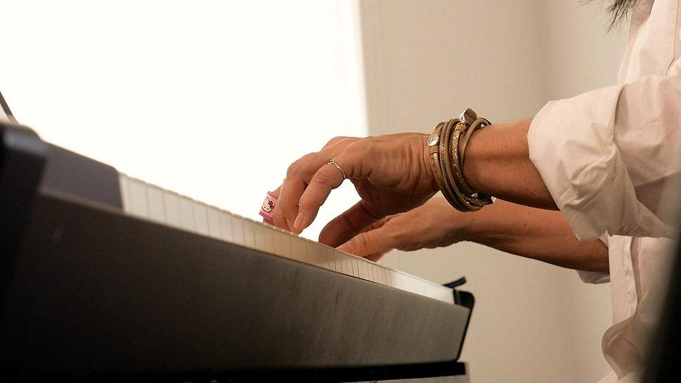 mains au piano de josée fortin
