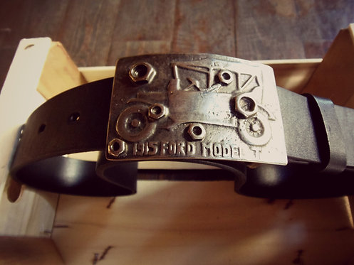 Leather belt with carved leather buckle