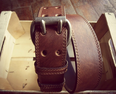 Leather belt with seams