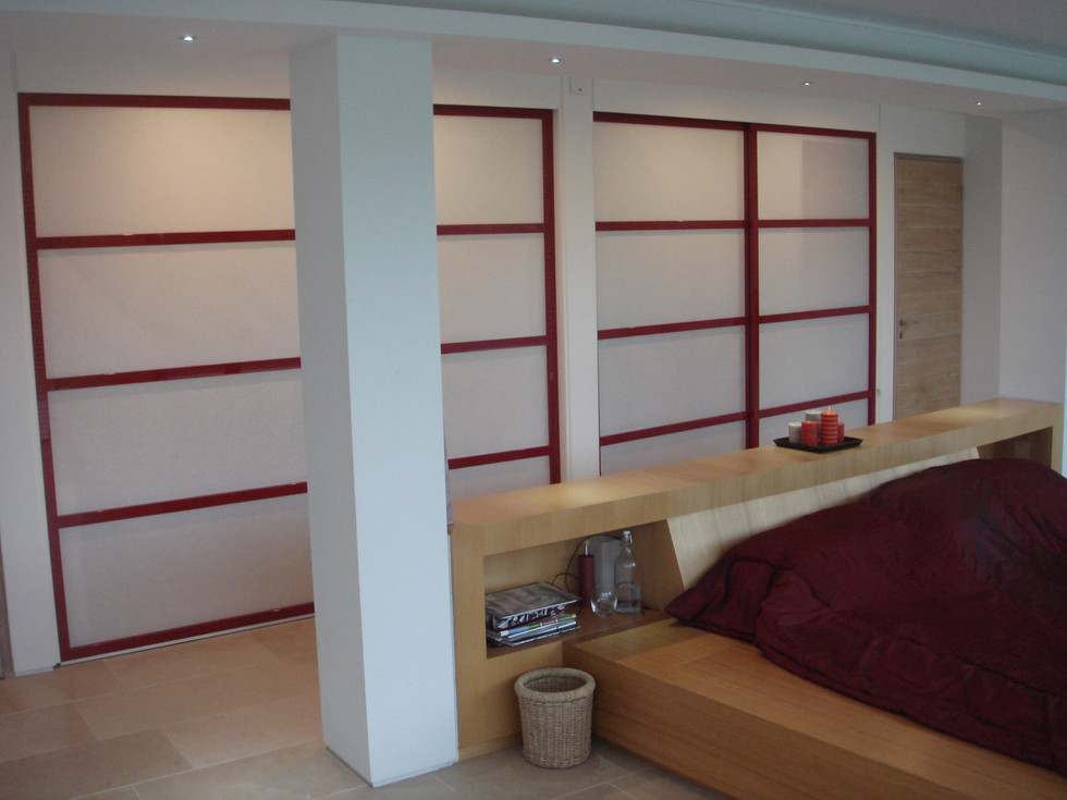 Red Lacquered Screens della-Porta design