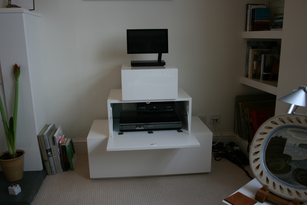 White Lacquer TV Cabinet della-Porta design