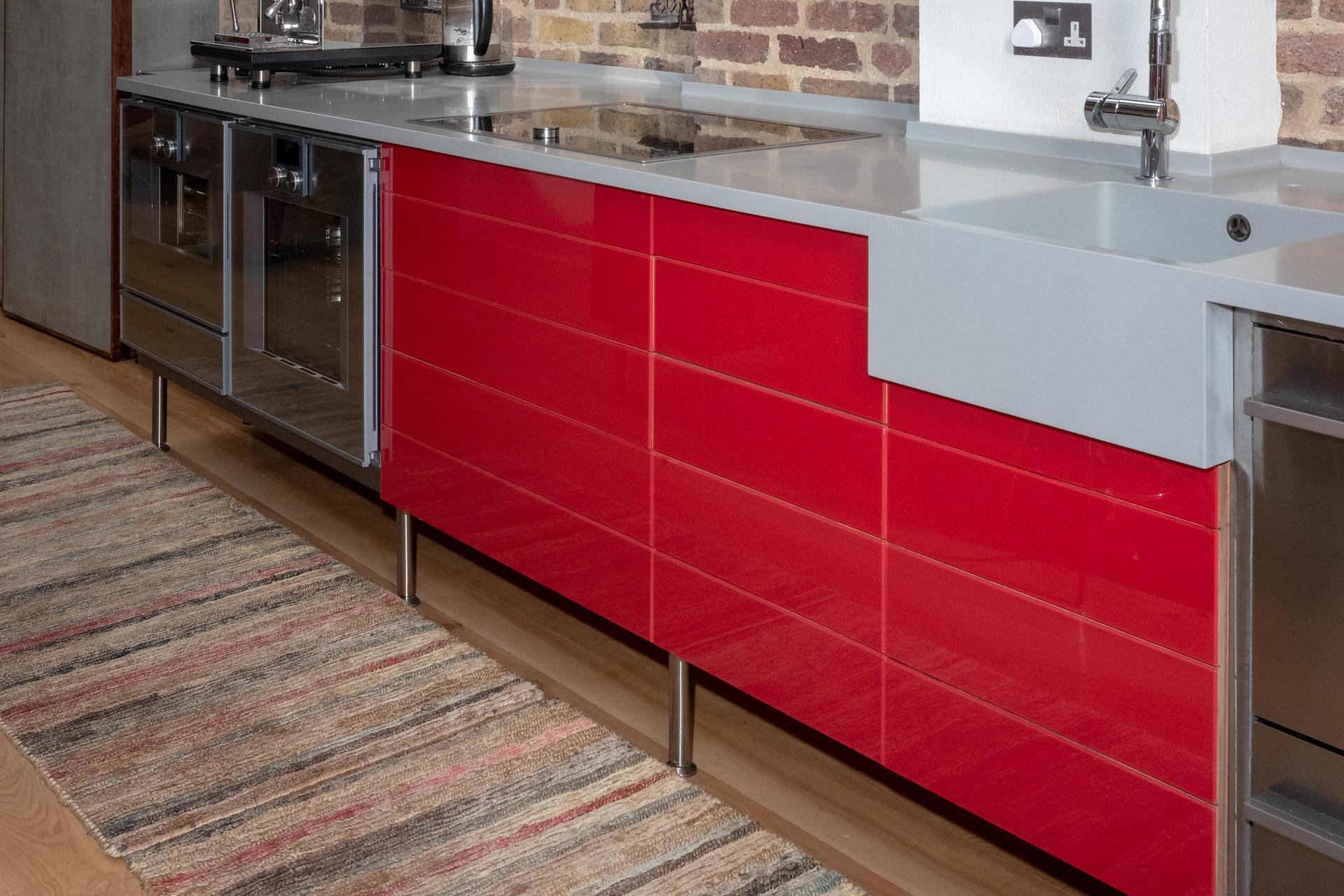 Red Glass & Corian della-Porta design