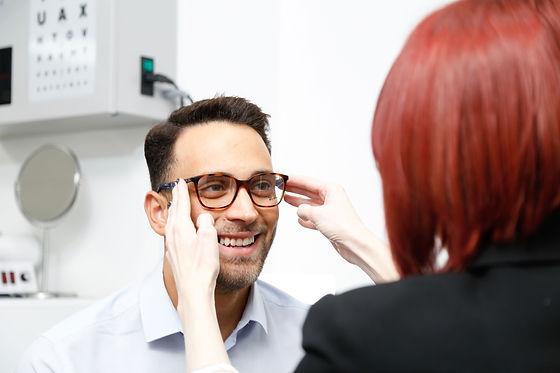 Optical advisor fitting a patients glasses