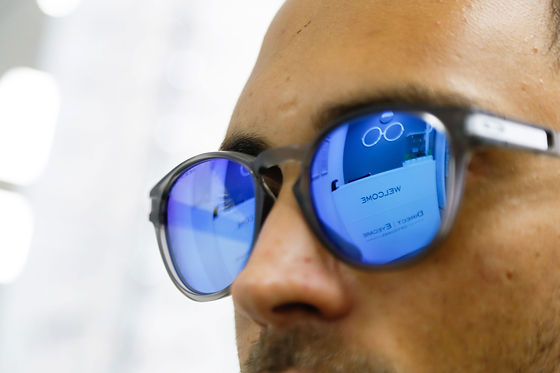 Man wearing sunglasses with mirrored lenses