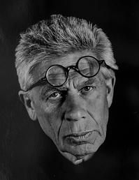 2019 Sergio ritratto con occhiali8571.ti