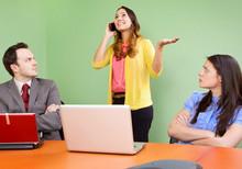 WhatsApp e celular no trabalho podem causar demissão?