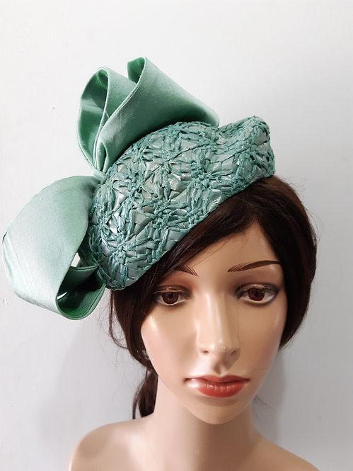 Green vintage swiss straw beret