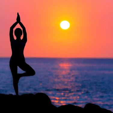 backlit-beach-dawn-dusk-588561.jpg