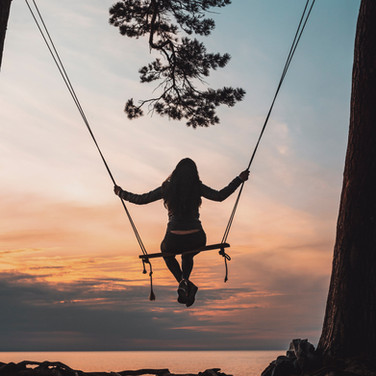 silhouette-of-person-sitting-on-swing-du