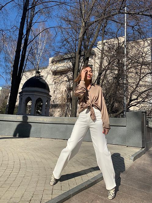 Удлиненные джинсы в белом цвете