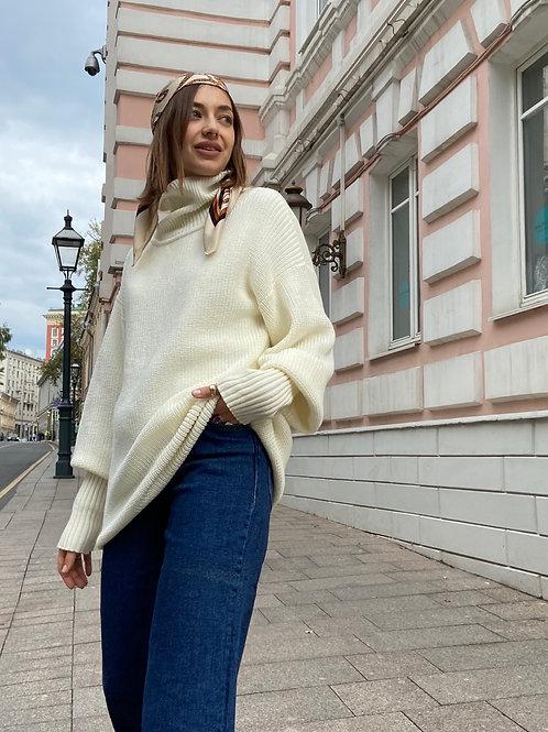 Платье-свитер с воротом молочное