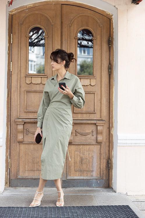 Платье-рубашка на запахе в цвете оливка