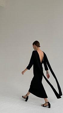 Черное платье с хвостами