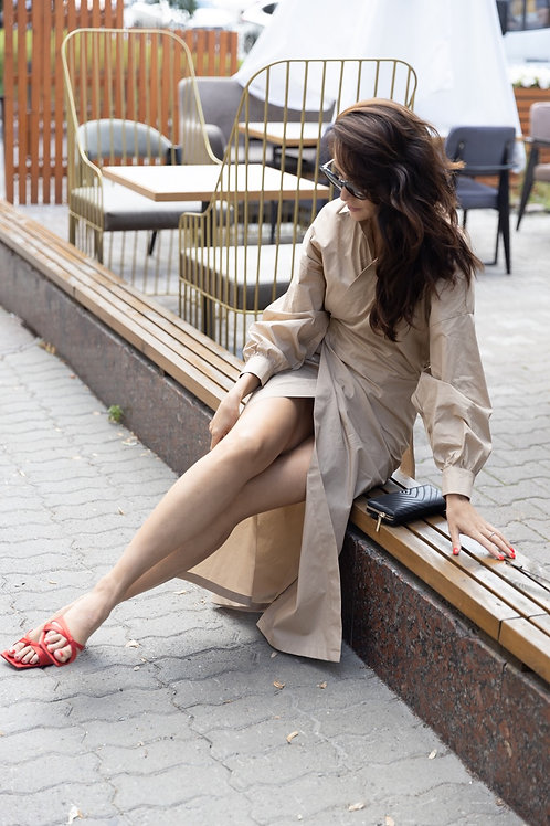 Платье-рубашка на запахе в песочном цвете