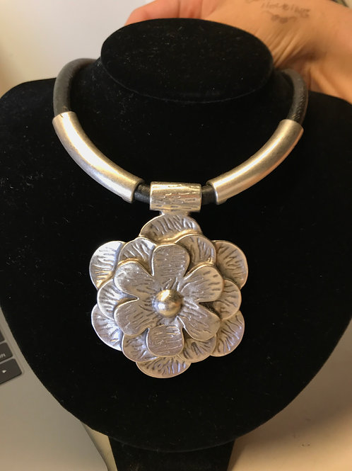 zinc jewelry beaded beads beautiful sturdy bracelet necklace flower antiques Kerrville furniture boutique ladies women