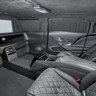 KLASSEN verlängert das Luxus-Limousine  Basierend auf: Mercedes-MAYBACH um 1050mm.
