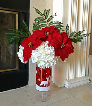 Simply Beautiful DIY Holiday Centerpiece you can make in minutes!