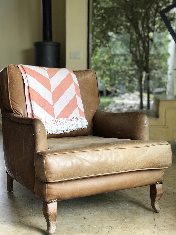 שמיכת כרבול עשויה 100% כותנה תורכית איכותית על הספה