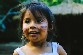 A pequena Eloá, filha do cacique Kuaray e de Deise, algum tempo atrás. Foto: Isadora Manerich.