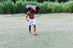Os jogos tradicionais dos Guarani durante programação do Dia do Índio. Foto: Isadora Manerich.