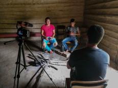 O Cacique Kuaray Papá e o pajé Karaí Reté falam sobre a relação dos Guarani com o sagrado. Foto: Isadora Manerich.