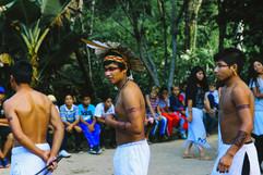 Apresentações culturais durante a programação do Dia do Índio. Foto: Isadora Manerich.