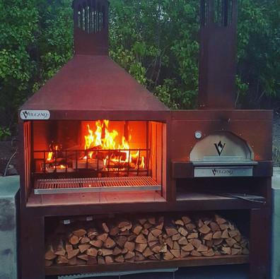 Caminetto in acciaio con forno