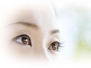目の体操で毛様体筋のコリをほぐす